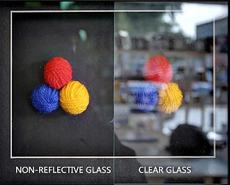 examples-of-clear-glass-and-non-reflective-picture-frames-glass