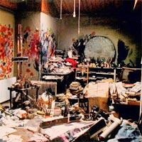 messy-disorganized-artist-studio